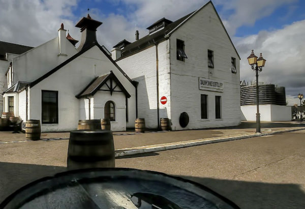 A view of the outside of Dalwhinnie Distillery