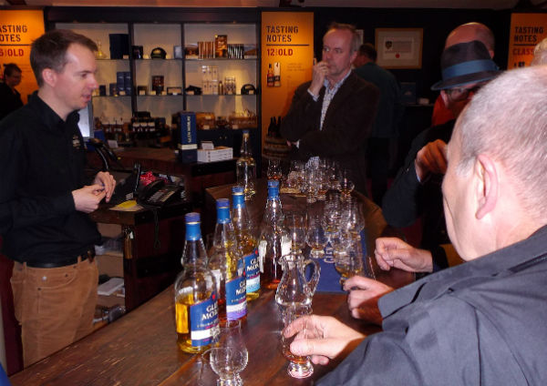 Iain at Glen Moray distillery takes Ingvar Ronde and us on a tasting journey.