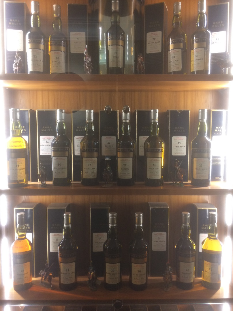 WHISKY COLLECTOR ROSS MURRAY